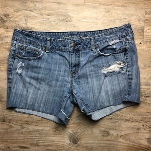 American Eagle jean distressed shorts light wash